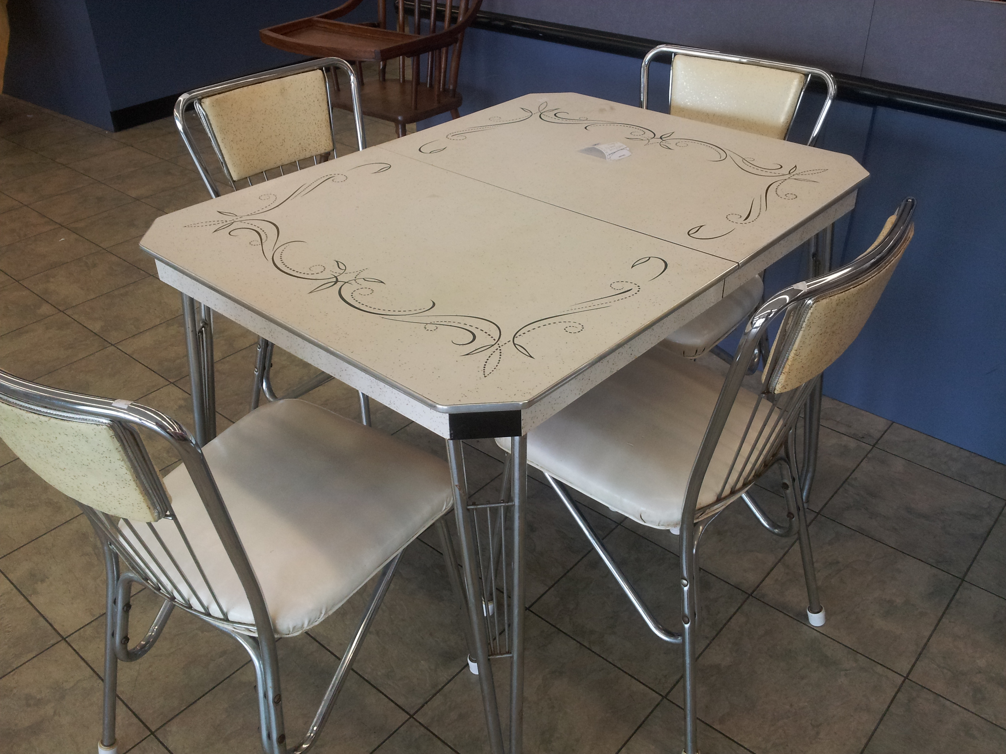 Exceptional Thrifty Thursday   1950s Dining Set