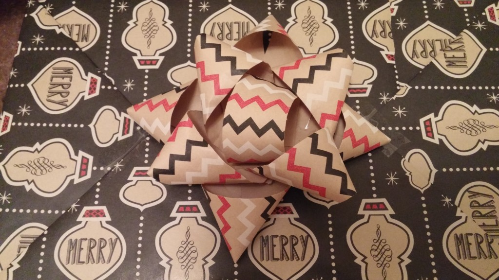 Holiday DIY: Wrapping Paper Scrap Bows