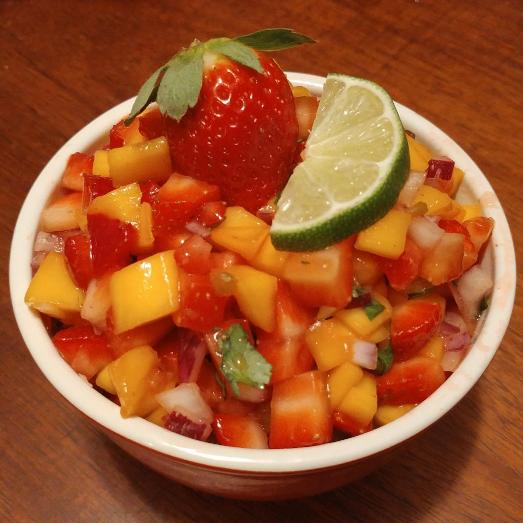 #FLStrawberry Mango Salsa with Whole Wheat Cinnamon Chips #SundaySupper