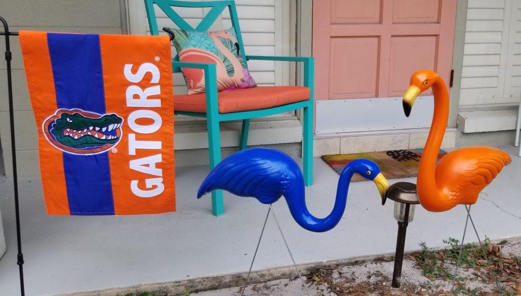 Football Friday: DIY Team Colors Yard Flamingos